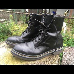 Black Leather Dr. Martens 8 👁 Docs Airwair 10L 8M